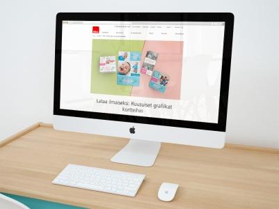 Ifolorille tehdyt kukkakuviot malliesimerkissä Ifolorin nettisivuilla.